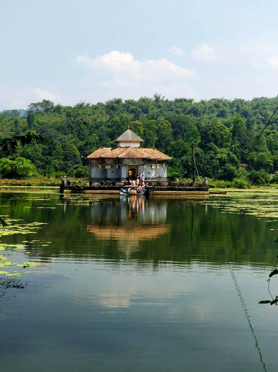 Varanga Jain Lake basadi